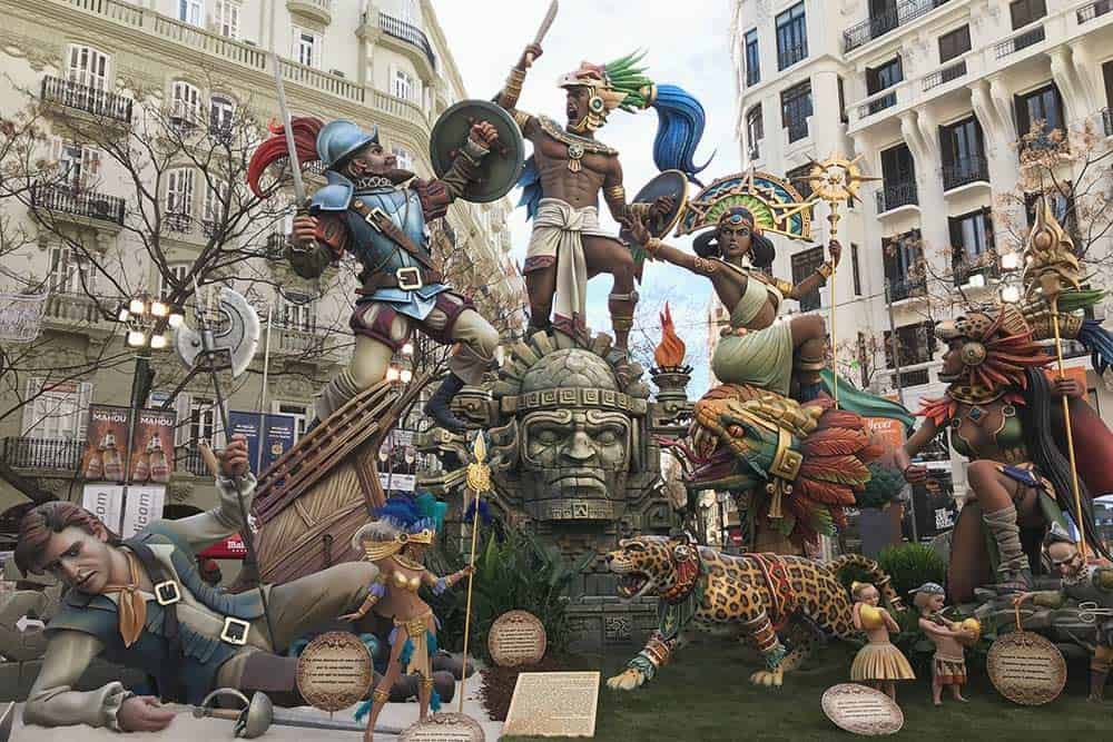 Go to see Las fallas in Valencia