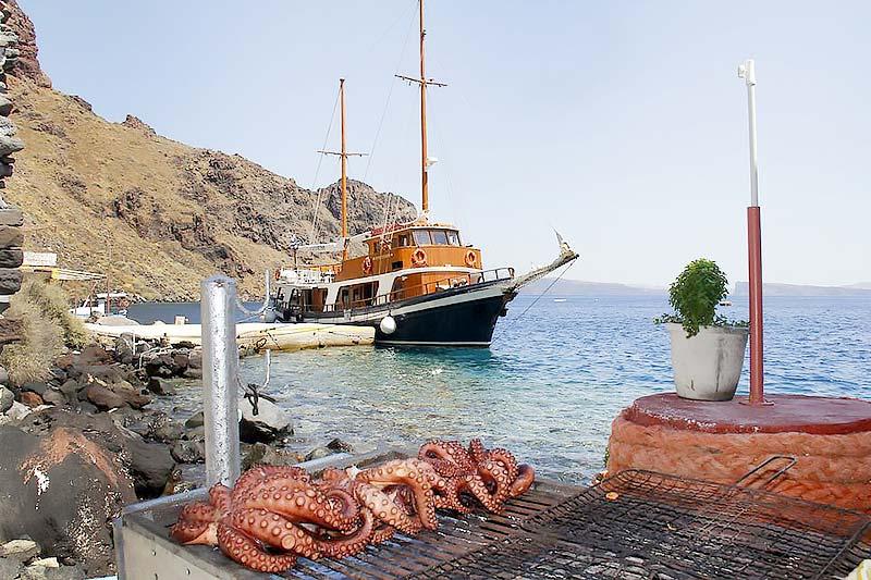 The best Volcano boat Tour in Santorini