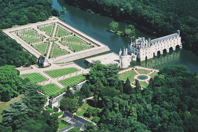 Day Trips from Paris; gorgeous Chateaus like Versaille and Loire Valley