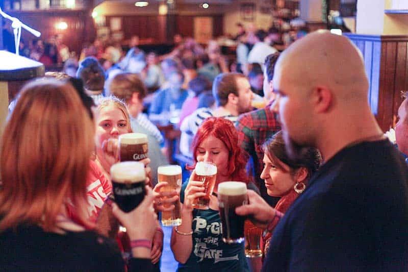 Pub crawl - Party in Dublin