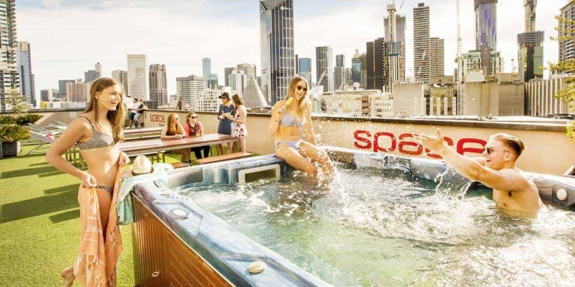 3 Best Hostels in Melbourne - Roof Top Jacuzzi vs Crazy Foam Parties? You got to choose!