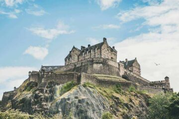 3 Best Hostels in Edinburgh - dazzling pods, boutique hostels and Castle Views