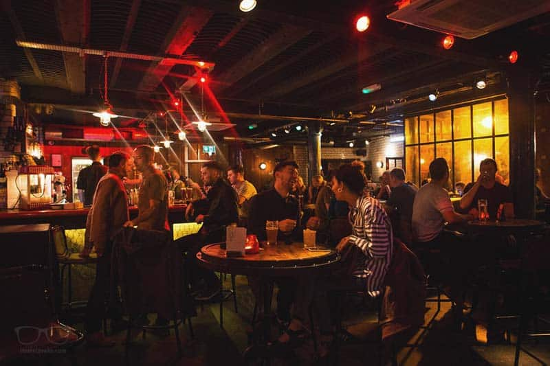 How about a drink at night? Hatters on Newton Street comes with a bar