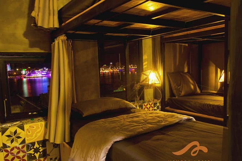 Choose a bed on the riverside with a view - Bunk Bed at Memory Hostel