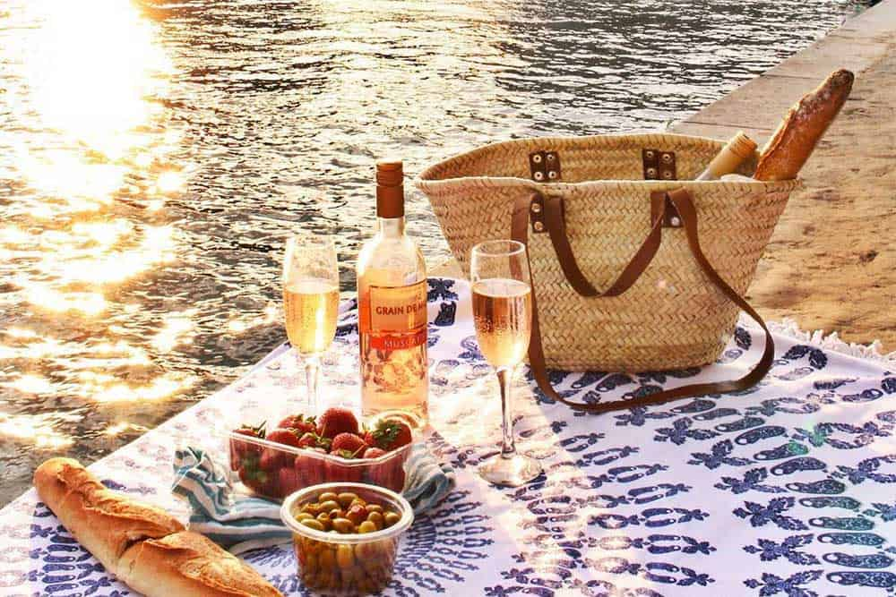 Delicious picnic in Paris