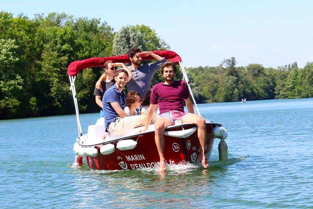 Rent a boat in Paris and have fun!