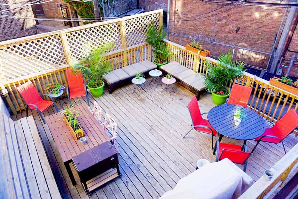 Unwind at Wrigley Hostel Chicago terrace