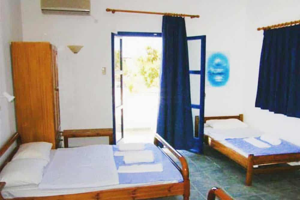 Cheap backpackers hostel Santorini Greece