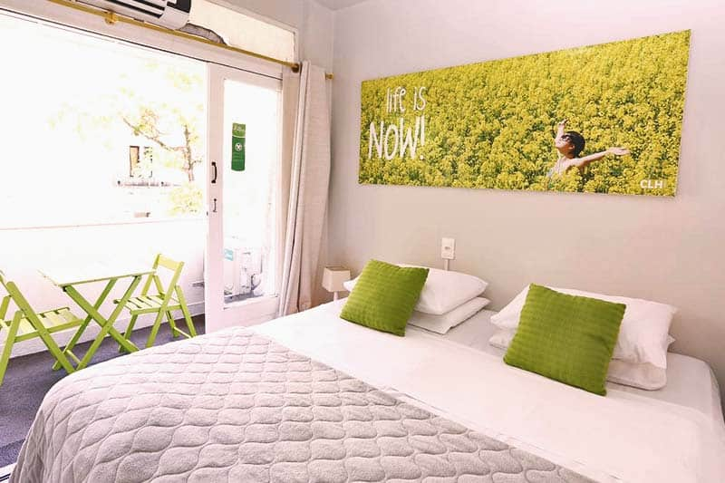 Rooms are well lit with windows at Che Lagarto Hostel Ipanema