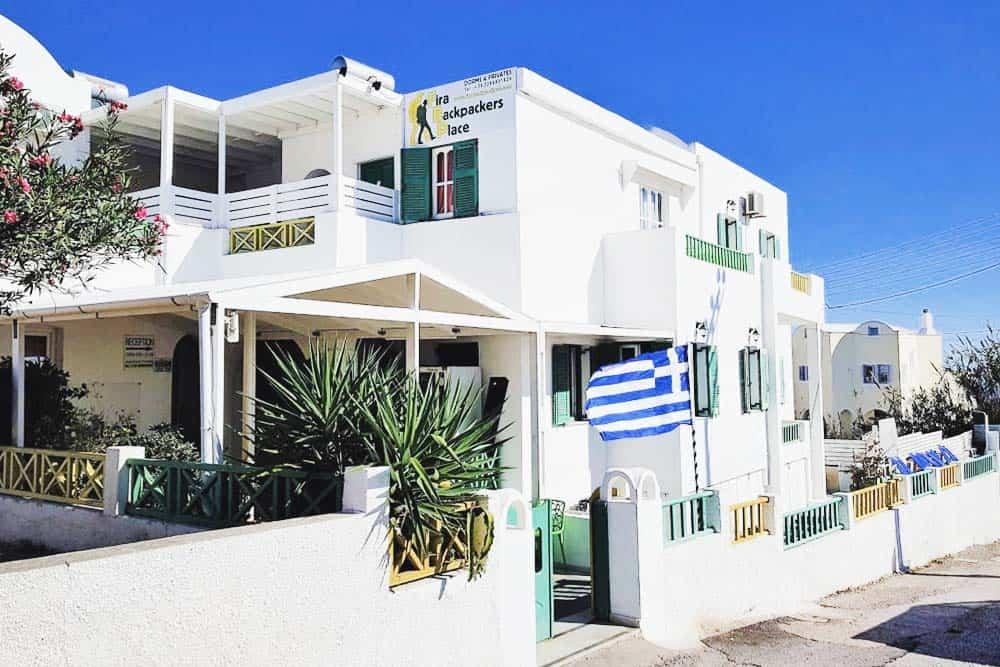 Fira bakcpackers place hostel Santorini