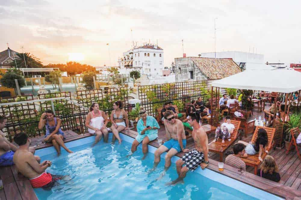 Hostel with swimmingpool in Seville party hostel