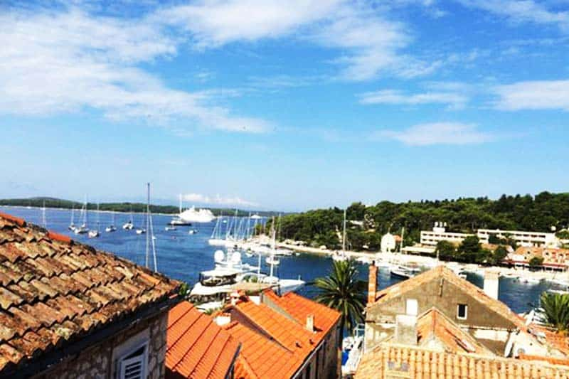 Enjoy the great ocean view at Helvetia Hostel