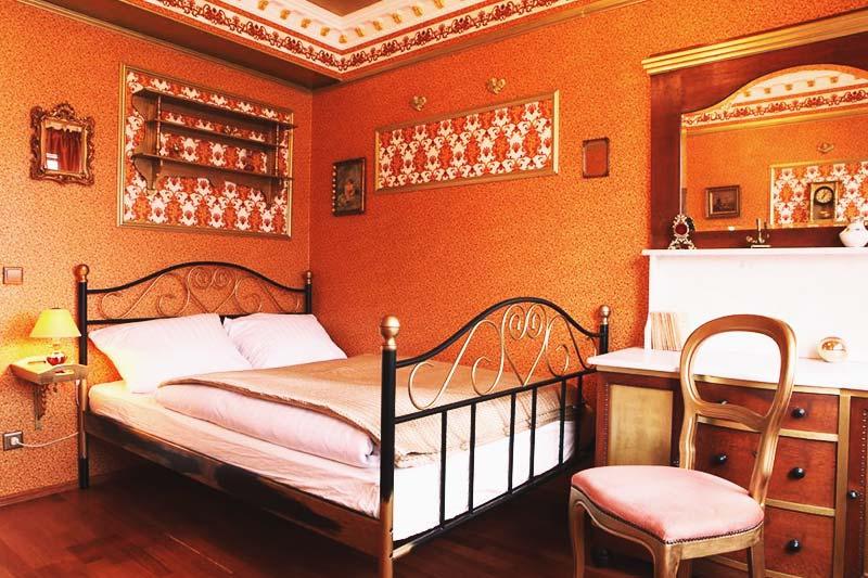 Magnificent Amber Palace room at Hostel Die Wohngemeinschaft