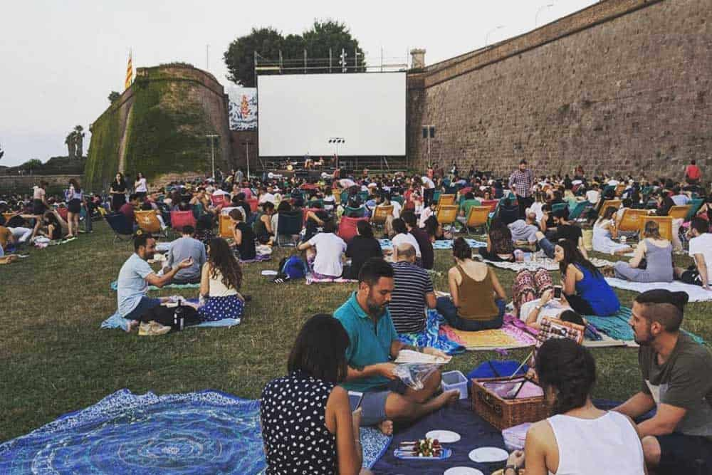 Enjoy the open air cinema in Barcelona
