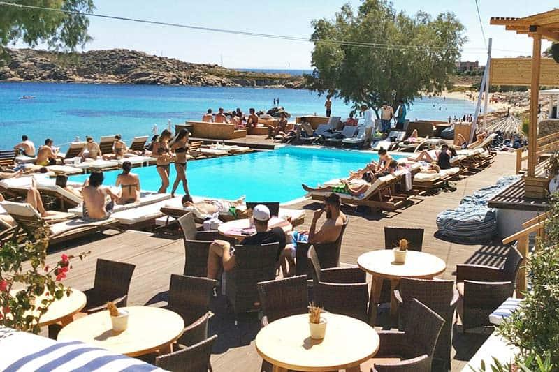 Get a beer, get tan and enjoy the sun at Paraga Beach Hostel
