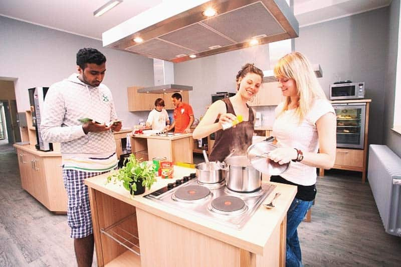 Prepare your own meals at Pathpoint Cologne - Backpacker Hostel