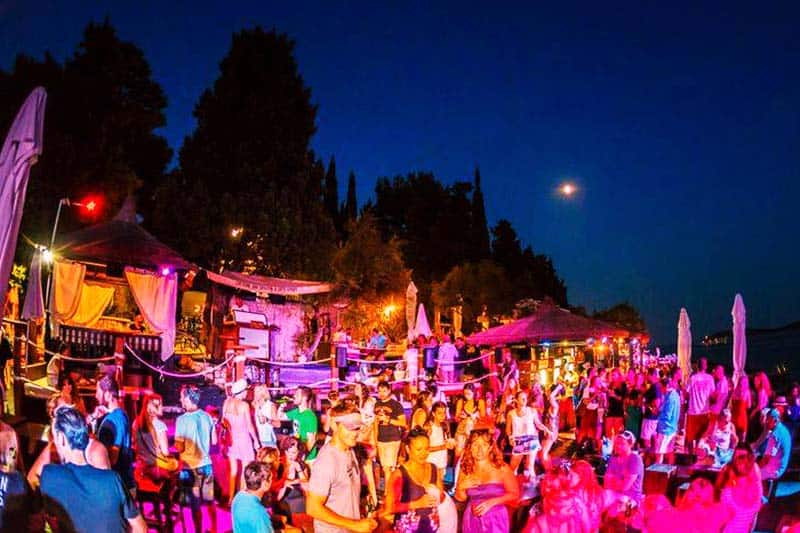 The Shaka offers great discounts to other bars in Hvar