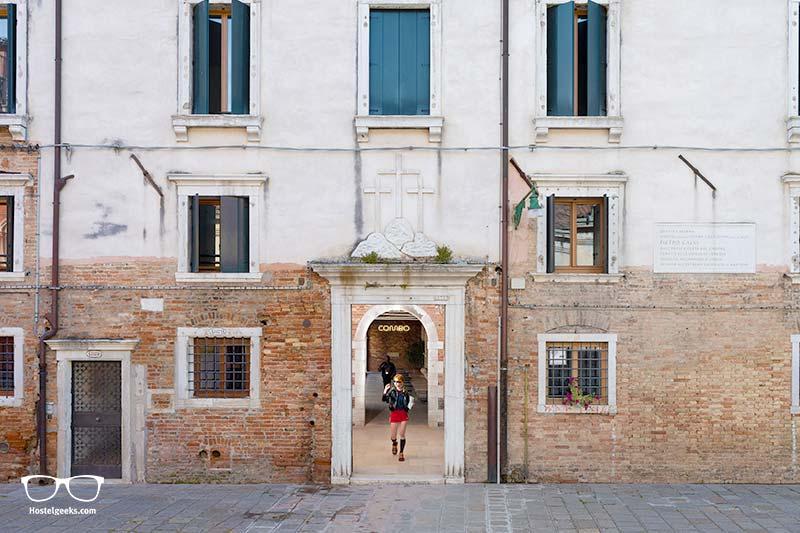 Entrance of COMBO Hostel in Venezia, Italy