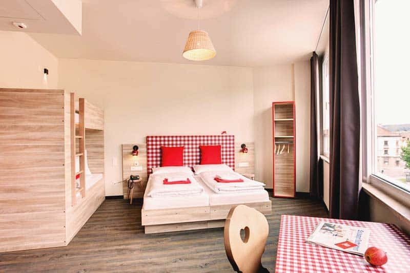Meininger Salzburg City Center also offers family rooms