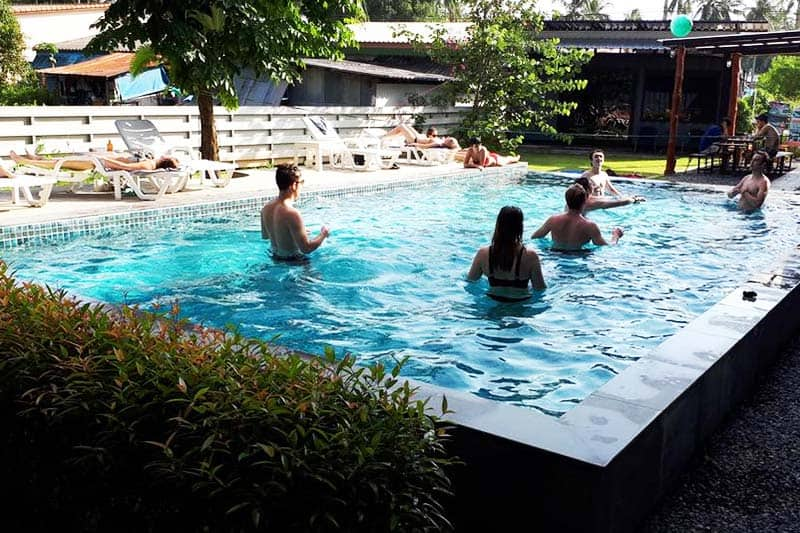 Enjoy the outdoor pool with your friends at Na-Tub Hostel