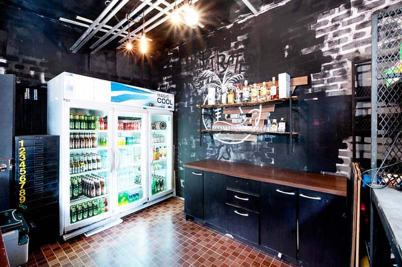 Grab a beer and pump up the night in Roadtrip Phangan Hostel Bar