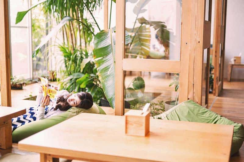 Relax and lay back at the green lounge at Star Hostel Taipei Main Station