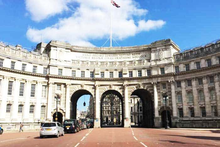 Find the nose in Admiralty Arch