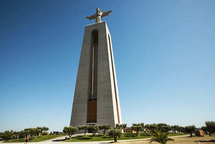Visit the 82 meter high statue of Christ and see the amazing view of Lisbon