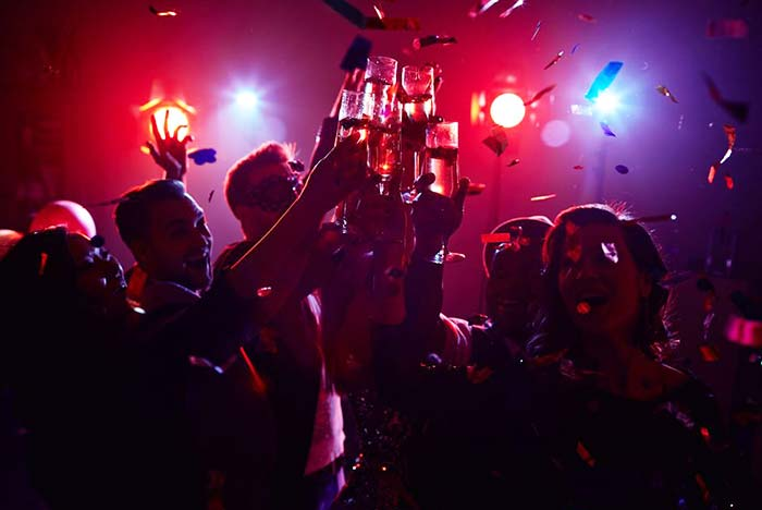 Join pub crawls and discover amazing night experiences in Lisbon