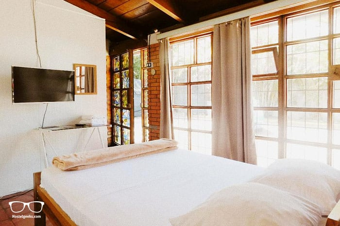Finca Escalante Hostel is one of the best hostels in San Jose for older travellers