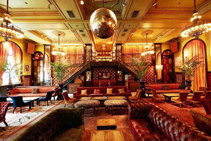Go back in time in Titanic in The Jane Hotel