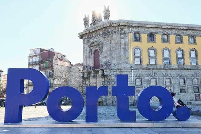 Take a photo in the Porto sign