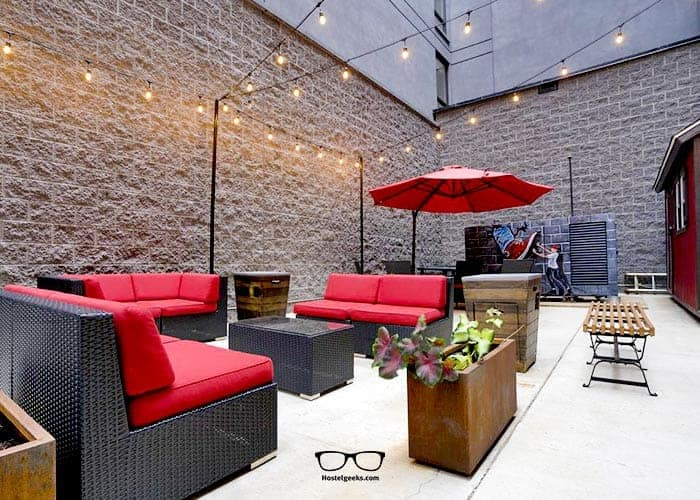 Youth Hostels in Washington DC_ HI Hostels and its outdoor area