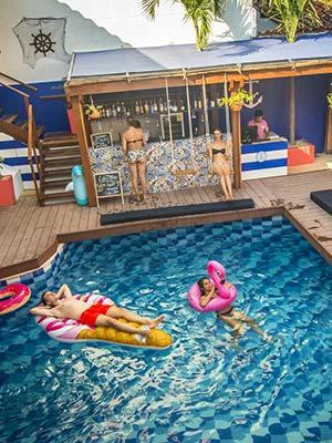Casa del Puerto Hostel & Suites