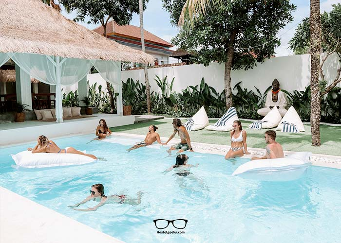 Slow down at the swimming pool with Arya Hostel Retreat