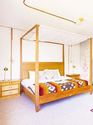 Selina Quito private Room