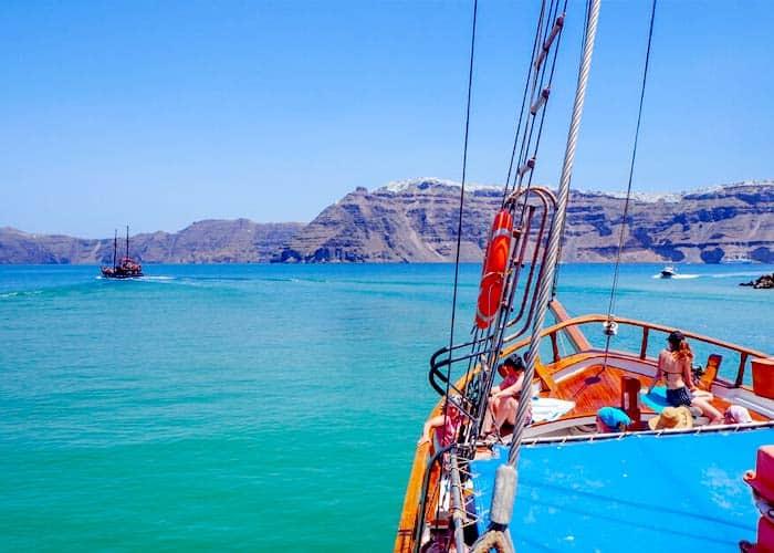 Volcanic Islands Cruise with Palea Kameni Hot Springs